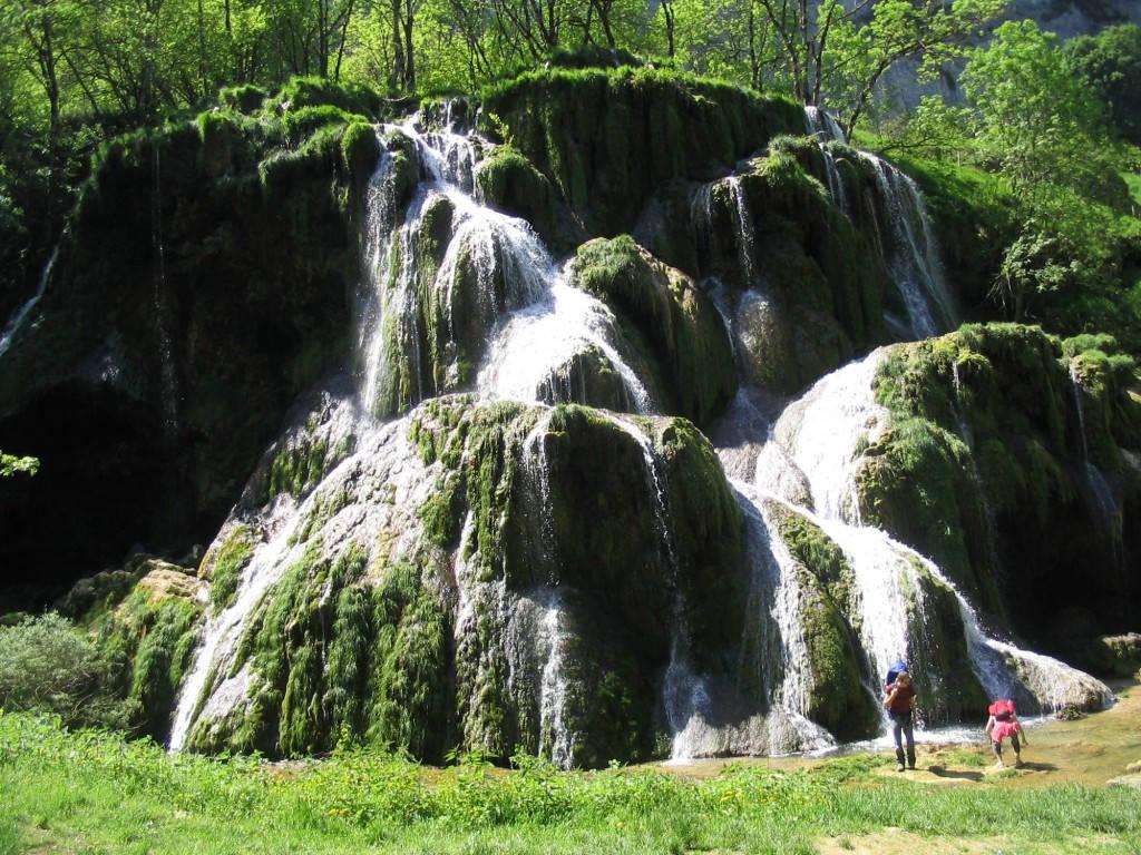 D couvrez les nombreuses cascades du jura pour des - Office du tourisme baume les messieurs ...