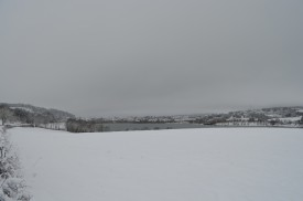 Le lac de Clairvaux les lacs en hiver sous la neige