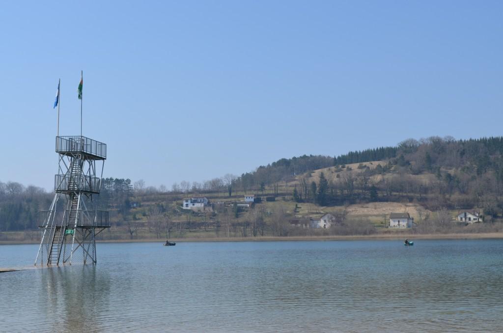 Pêche en barque sur le lac de Clairvaux