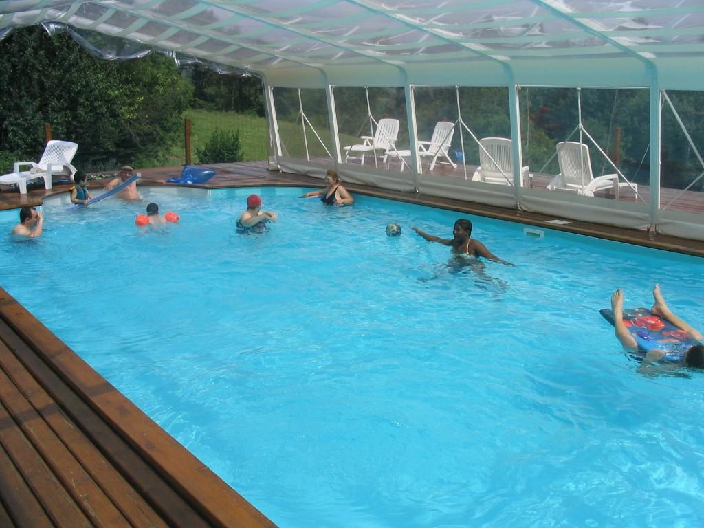 Une eau à 28°C du 15 avril au 21 octobre dans notre piscine couverte et chauffée