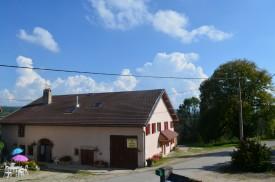 Auberge du tilleul à Charézier: Location de chambres dans le Jura.