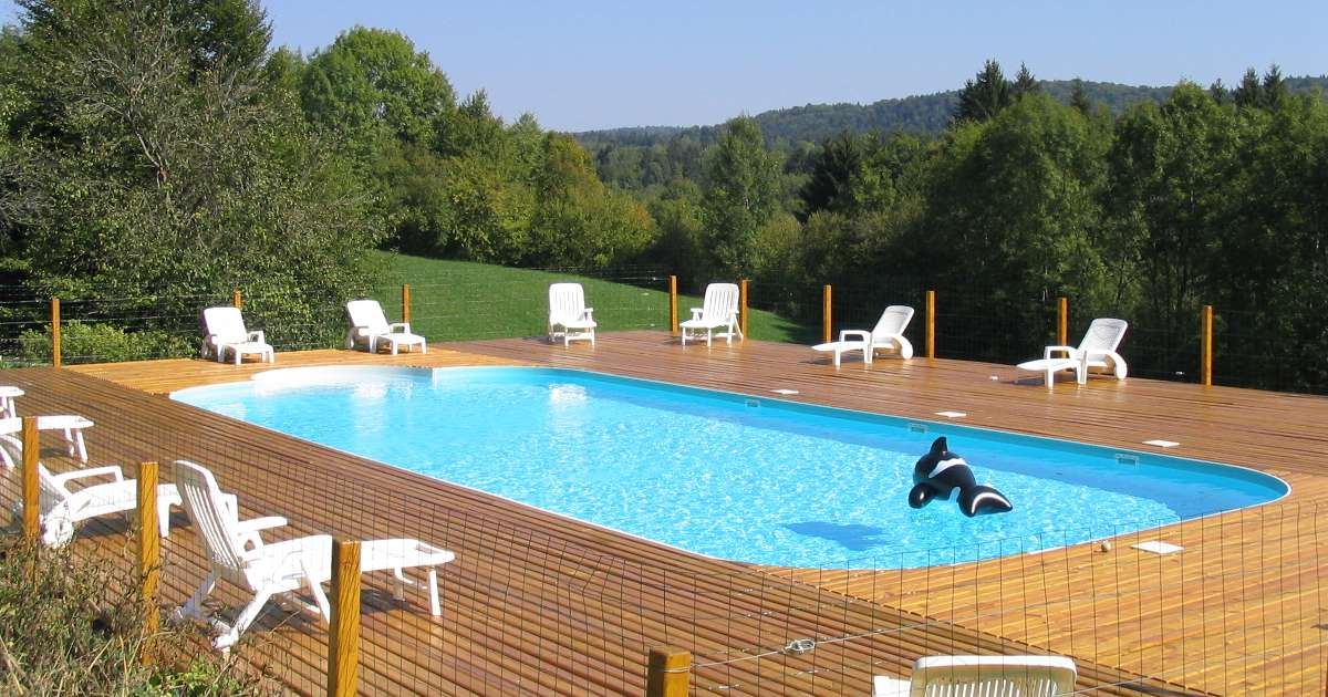 Auberge du tilleul location de chambres la campagne jura for Chambre piscine