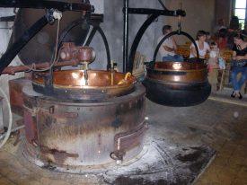 Chaudron et chaudière à comté étape de chauffe du lait pour la fabrication du comté.