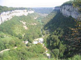 Baume les messieurs depuis le belvédère de Crançot au dessus de la grotte.