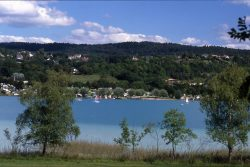 Lac de Clairvaux en été. Photo source: Panoramio - Alain TREBOZ.